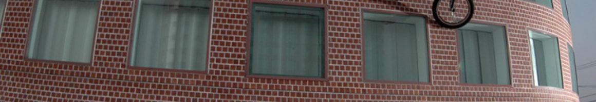 Some glasses of some windows<br/>PHOTO:HAJIME YAMAZAKI