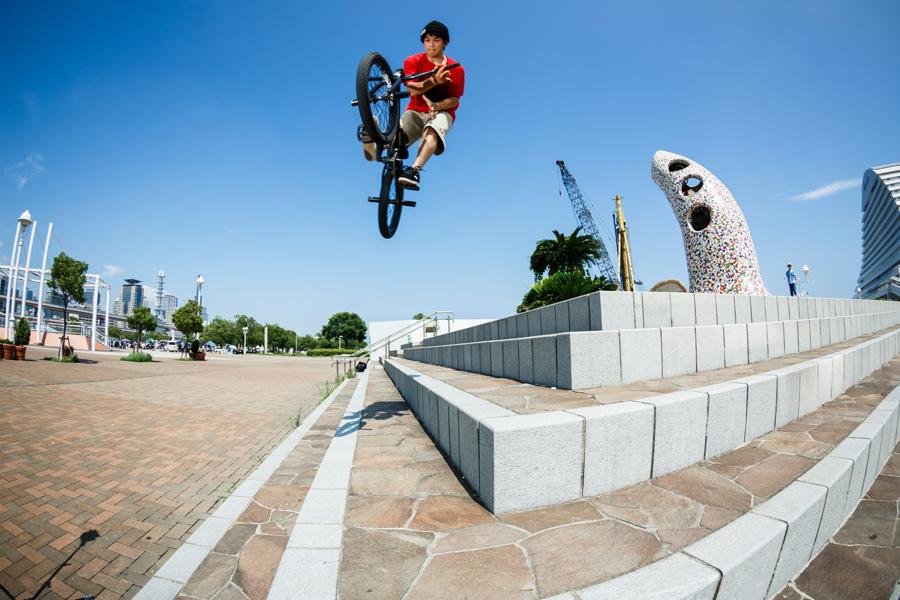 180 BAR<br/>PHOTO: Yuta Yoshida