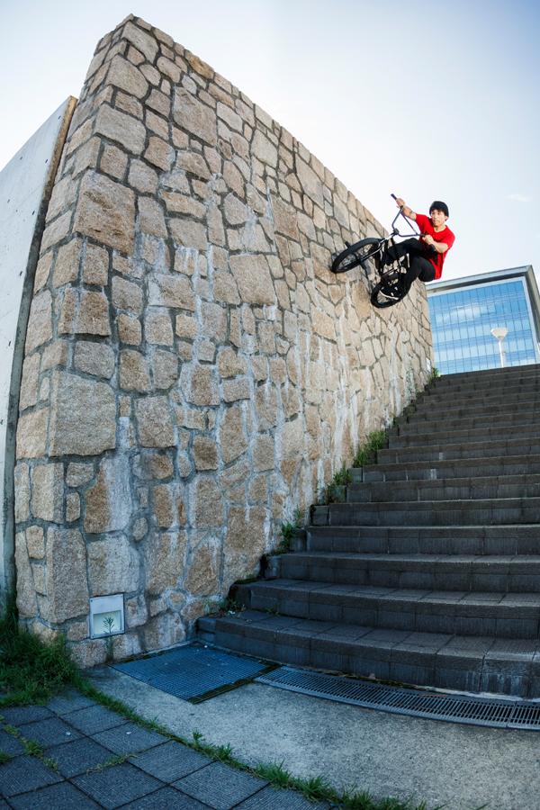 WALL RIDE<br/>PHOTO: Yuta Yoshida