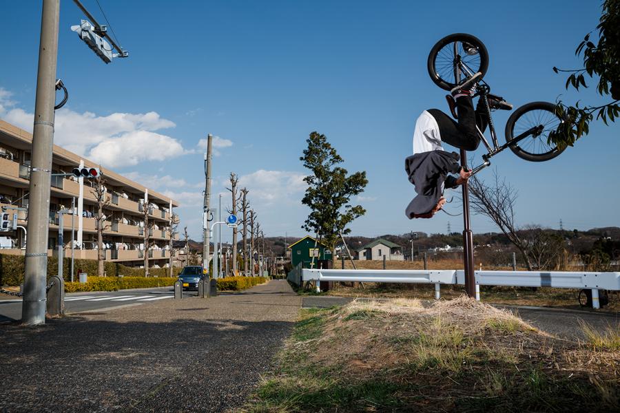 BACK FLIP<br/>PHOTO: Yuta Yoshida