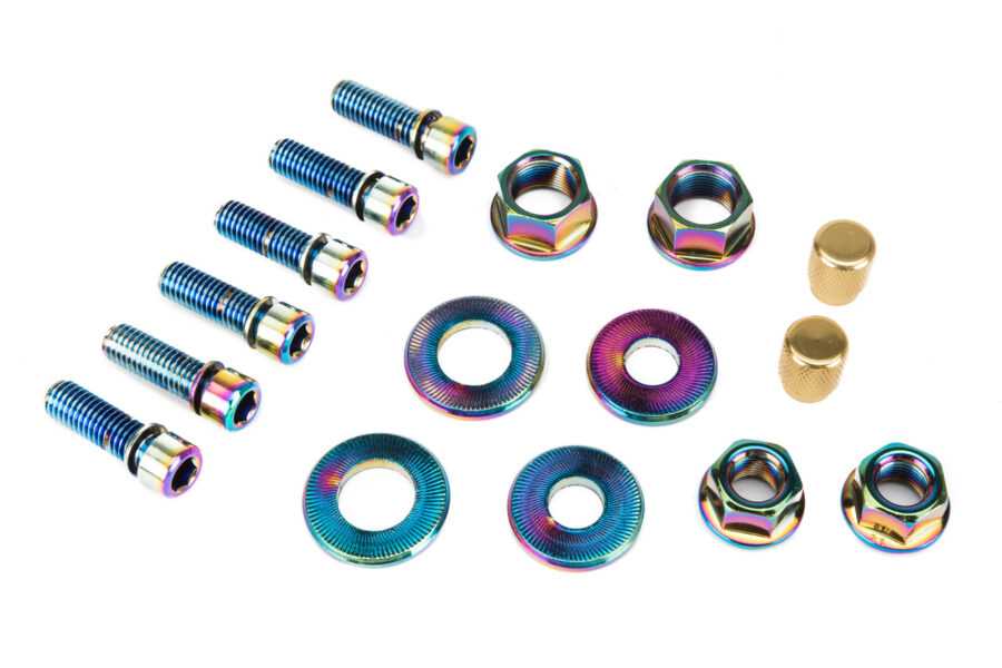 Salt_nut_and_bolt_set_oilslick